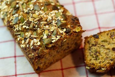 baka nyttigt bröd med frön